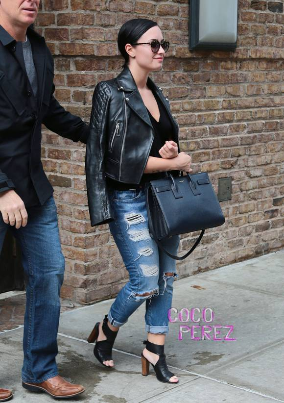 demi-lovato-vince-nyc-street-style__oPt
